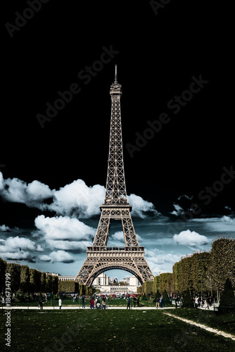 Keuken foto achterwand Eiffeltoren Dark moody image of the Eiffel Tower, Paris