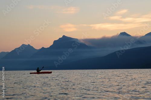 Keuken foto achterwand Zee zonsondergang Kayak Into The Sunrise