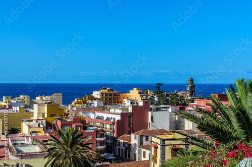 Deurstickers Canarische Eilanden Above the roofs of Puerto de la Cruz.