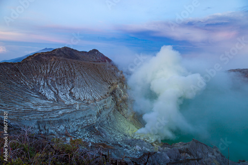 Fotobehang Blauwe hemel Sunrise at Kawah Ijen volcano crater with sulfur fume. Ijen crater the famous tourist attraction near Banyuwangi, East Java, Indonesia