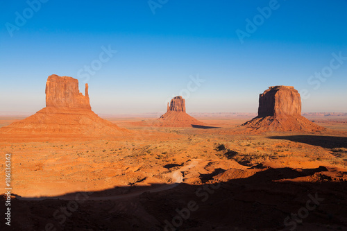 Papiers peints Orange eclat The famous Monument Valley, Utah USA during sunset