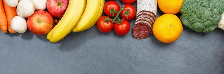 Obst und Gemüse Sammlung Lebensmittel Früchte essen Banner Schieferplatte Textfreiraum von oben