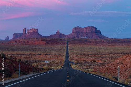 Tuinposter Canyon Monument Valley during Sunset from Forrest Gump