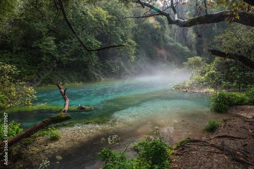 Papiers peints Rivière de la forêt Albanian blue eye Location