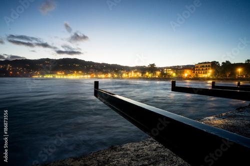 Fotobehang Liguria Diano Marina, Liguria. Panorama notturno sulla spiaggia