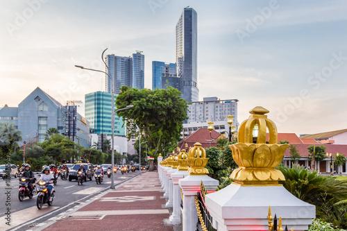 Cityscape with gate Gedung Negara Grahadi building in Surabaya, East Java , Indonesia - 186885947