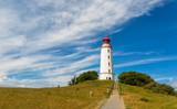 Leuchtturm auf der Insel Hiddensee mit Mensch und Hund - 186888732