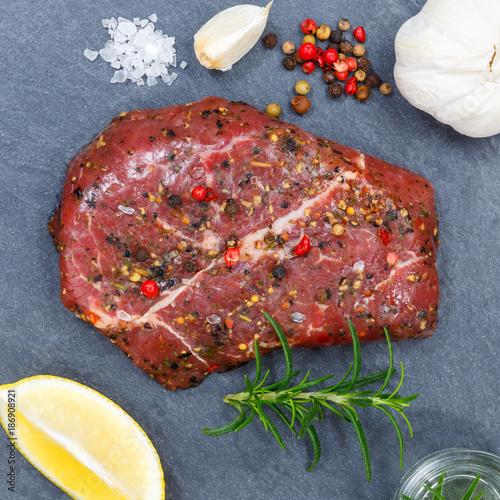 Staande foto Steakhouse Fleisch Steak roh Rindfleisch Quadrat von oben Schieferplatte