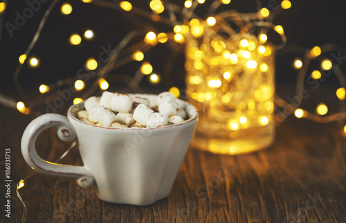 Aluminium Chocolade Hot chocolate with marshmallows against background with beautiful Christmas lights of bokeh