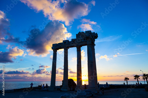 Poster Athene Ruins of an ancient Roman temple during sunset
