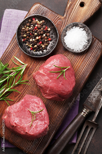 Keuken foto achterwand Steakhouse Raw fillet steak