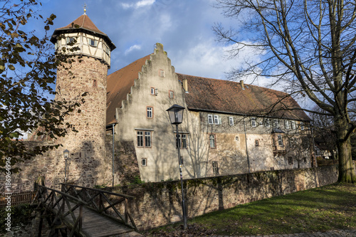 Foto Murales historic city wall with watch tower in Michelstadt, Germany