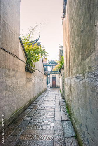 Poster Smal steegje Ancient trail. Xitang is an ancient water town well known throughout China, located in Jiashan county of Zhejiang Province, with a history of more than one thousand years.
