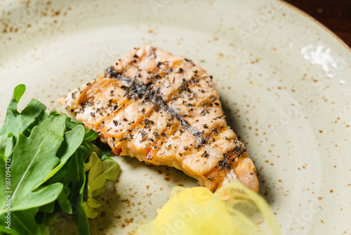 Keuken foto achterwand Steakhouse salmon steak with lemon