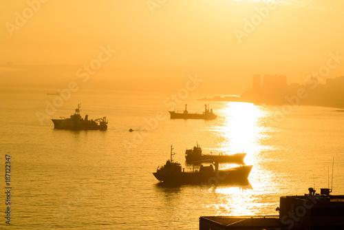 le port de Valparaiso - 187122347