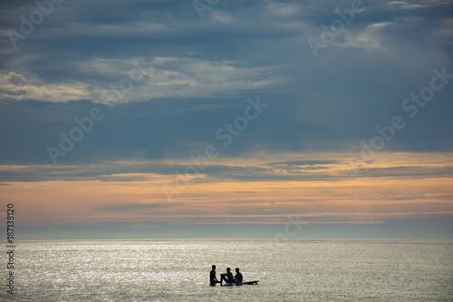 Aluminium Strand silhouettes of people