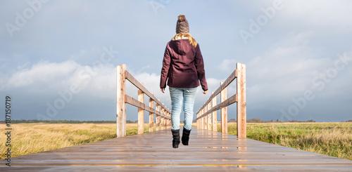 Papiers peints Ponts Frau geht Herausforderung an