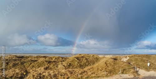 Fotobehang Noordzee Regenbogen über der Nordsee in St. Peter-Ording
