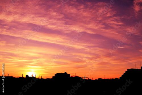Fotobehang Oranje eclat 美しき冬の朝焼けと街並み