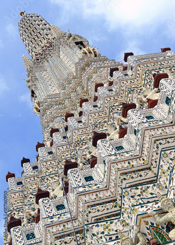 Deurstickers Bangkok Porcelain covered traditional Khmer architecture of temples and pagodas at Wat Arun or Temple of Dawn on the Chao Phraya River in Bangkok Thailand