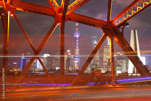 Poster Rood paars The garden bridge of Shanghai in China, the landmark. Colorful light trails