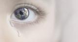 Nahaufnahme von Baby Auge mit Tränen, Konzept von Traurige Zukunft - 187178580