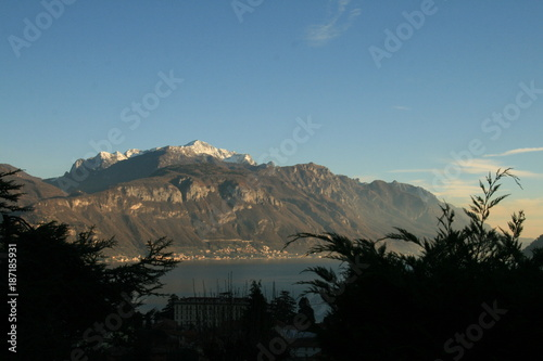 In de dag Blauwe jeans Highlights from Como and Lugano
