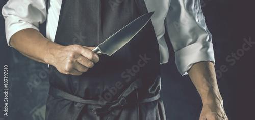 Fotobehang Steakhouse Chefkoch in der Küche mit Scharfem Messer