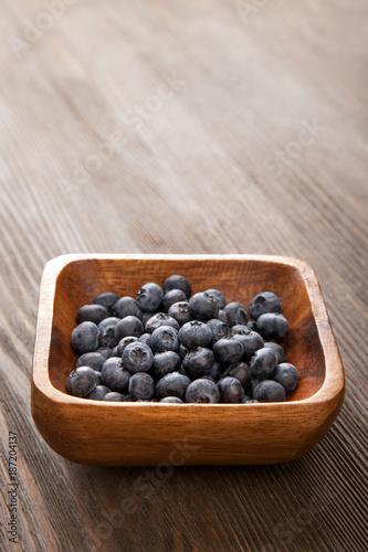 Foto Murales ripe sweet blueberries on wooden table
