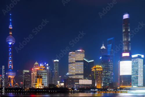 Fotobehang Shanghai Modern city skyscrapers of Shanghai skyline at night with reflection of beautiful ligth in Huangpu river view from the bund, Shanghai, China
