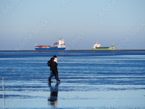 Foto op Canvas Noordzee Winterspaziergang im Wattenmeer