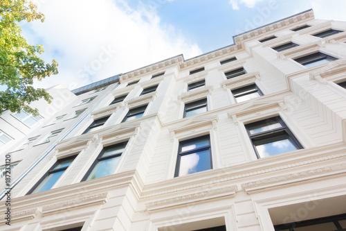 Leinwanddruck Bild Hausfassade - Wohngebäude in München