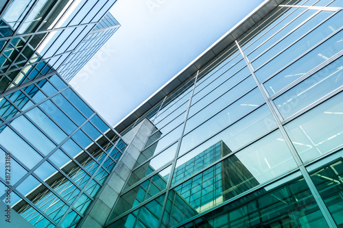 canvas print picture Glasfassade eines Bürogebäudes