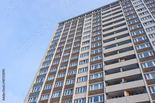 Papiers peints Londres Facade of huge council house tower flat block of apartments viewed from below
