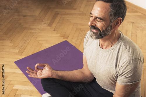 Foto Murales Senior mature man practicing yoga