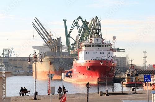 Fototapeta Корабли в порту г. Варна (Болгария)