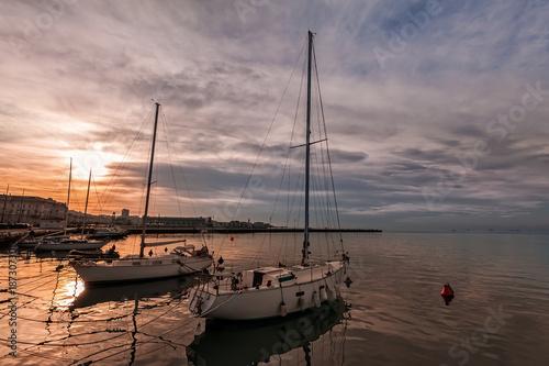 Foto op Aluminium Zalm Pleasure boats moored in the harbor.