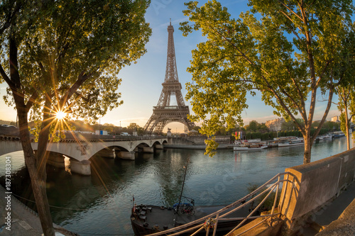 Fotobehang Eiffeltoren Eiffel Tower during sunrise in Paris, France
