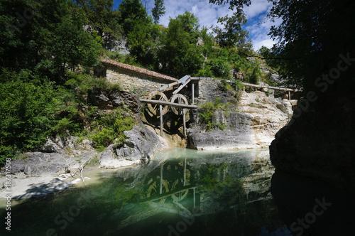 Fotobehang Zwart Mühle Kotli in Kroatien