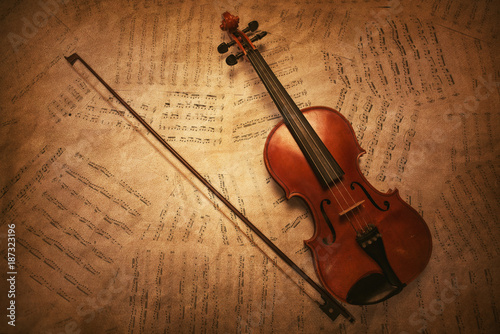 classic-vintage-violin-on-the-sheet-music