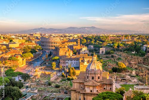 Odgórny widok Rzymu miasta linia horyzontu od Castel Sant'Angelo