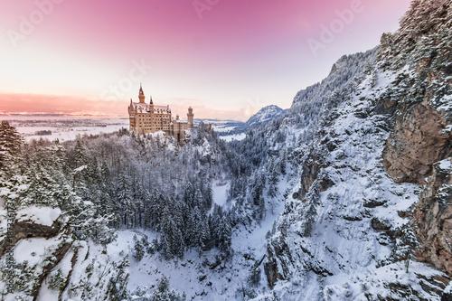 Foto op Plexiglas Lichtroze Neuschwanstein Castle during sunrise in winter landscape.