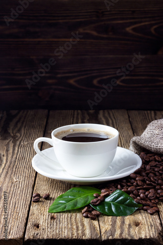 Deurstickers Koffiebonen Cup of coffee on wooden rustic table