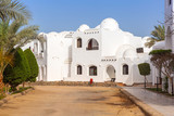 Traditional white egyptian architecture in Hurghada harbor - 187365529