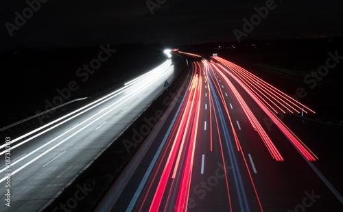 Foto op Canvas Nacht snelweg Leuchtspuren bei Nacht