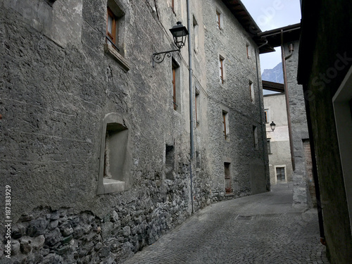 Poster Smal steegje Empty street with stone houses in the historic old village in Bormio, Italy