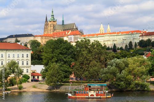 Foto Murales The view of the historical quarter Hradschin in Prague.