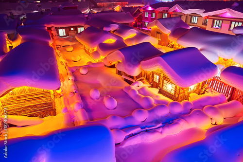 Papiers peints Rose China's Snow Town night landscape.