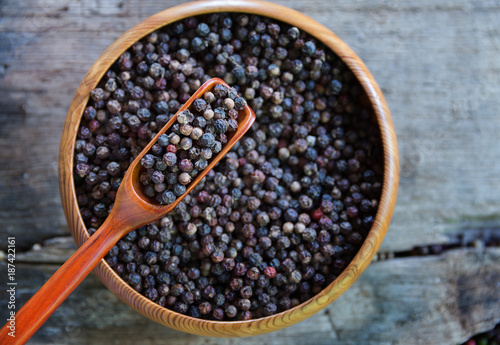 Close up black pepper seed in wooden spoon - 187422161