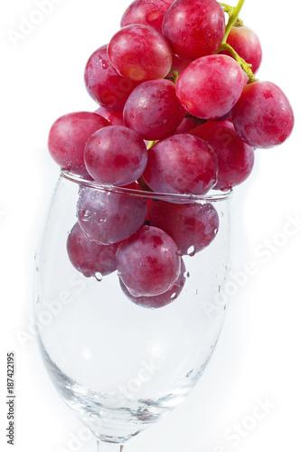 Foto Murales fresh grapes in wine glass